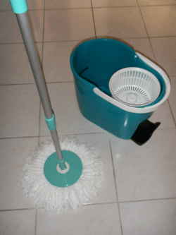 Spin & Go Touchless Mop & Wringer Cleaning System