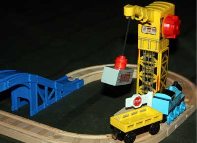 Learning Curve Thomas Wooden Railway Crane & Cargo Figure-8 Set