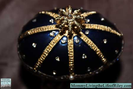 Chasing Treasure Majestic Royal Blue Musical Egg Trinket Box
