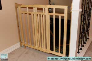 Summer Infant Stylish&Secure Deluxe Wood Top of Stairs Gate with Dual Banister Kit