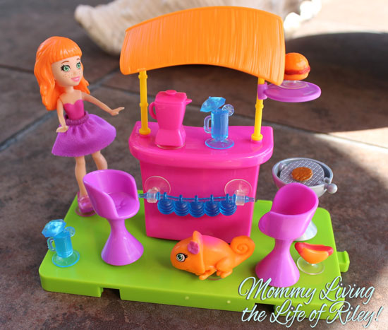 Polly Pocket Stick 'n' Play Lea Patio Party Playset