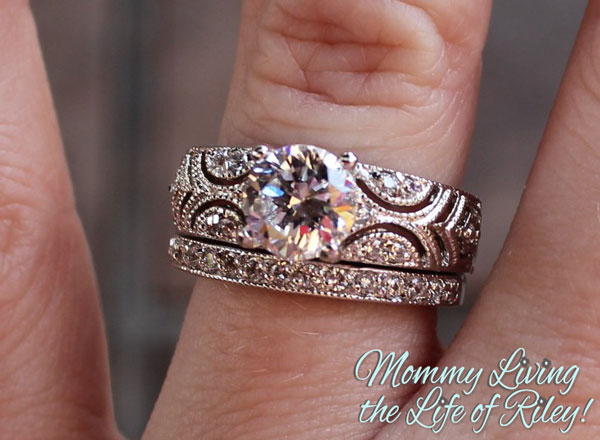 Fantasy Jewelry Box Queen Victoria Vintage Style Wedding Ring Set
