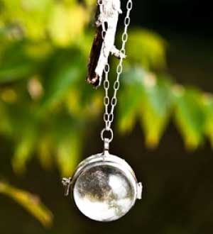 Shabby Apple Through the Looking Glass Necklace
